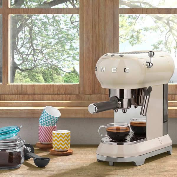 Scopri Piccoli Elettrodomestici Smeg Macchina Caffè Espresso