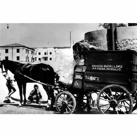 Storia del Frigorifero - Dalla Ghiacciaia al Frigo Smart Venditore di Ghiaccio