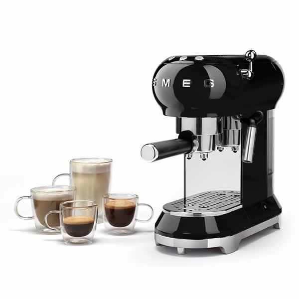 Gustare il Caffè all'Italiana Colazione Smeg