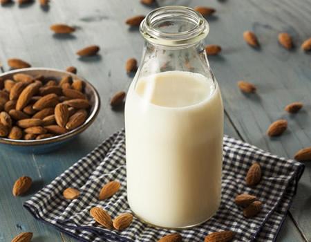 Estate Gelati e Frullati Latte di Mandorle